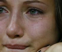 9 способов убрать отеки с глаз после слез