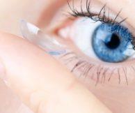 Как правильно снимать линзы с глаз