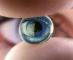 Искусственный хрусталик: разновидности, особенности, способ внедрения в глаз