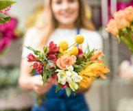 Выбираете лучший подарок? подарите цветок в горшке!